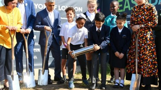 SADLER'S WELLS JOINS MAYOR OF LONDON FOR EAST BANK GROUND BREAKING